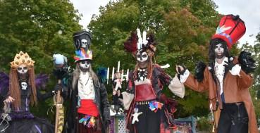 Mysterious voodoo echasses halloween walibi parade dia de los muertos vaudous (63)