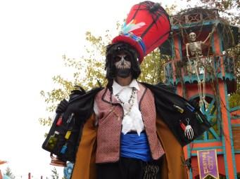 Mysterious voodoo echasses halloween walibi parade dia de los muertos vaudous (80)