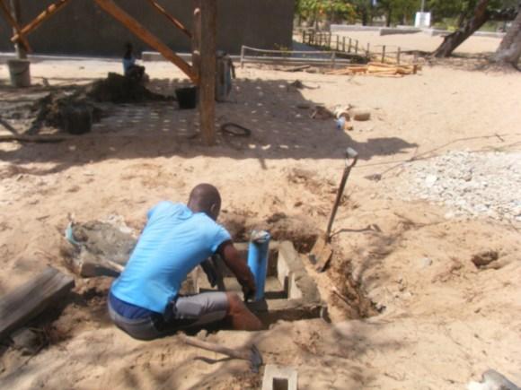 Über ein 22 Meter tiefes Bohrloch wird Grundwasser erreicht.erreciht