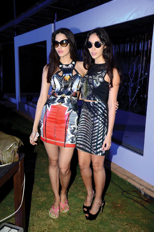 Gionee India FW - Nina and Malika of aaaElektrovertz played music for   Designer Falguni and Shane Peacock - Day 3 Finale (23)