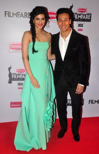 Kriti Sanon & Tiger Shroff graces the red carpet at the 60th Britannia Filmfare Awards