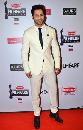 Varun Dhawan graces the red carpet at the 60th Britannia Filmfare Awards