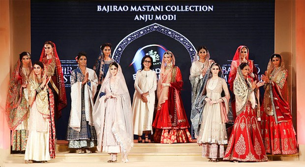 ANJU MODI & DEEPIKA PADUKONE - BLENDER'S PRIDE FASHION TOUR 2015 - BAJIRAO MASTANI INSPIRED COLLECTION - 3 copy