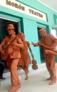 estatuas-barro-ciudad-216x350