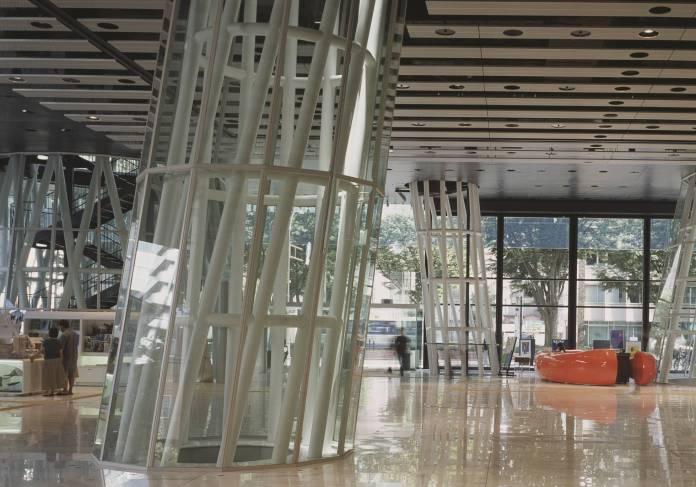 El interior diáfano de la Mediateca, proyectada por Toyo Ito. View Pictures getty images