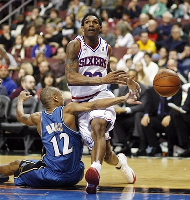 Juan Dixon makes  an attempt  at  deflecting  the  ball  away from Lou Williams of  the  Sixers