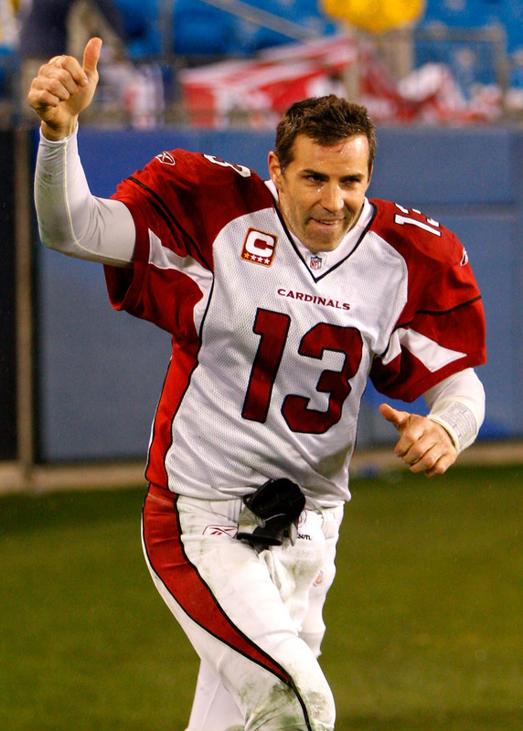 Kurt Warner  of the Arizona Cardinals acknowledges  the  applause  of the crowd after the  team's  victory over the  Carolina Panthers  33-13 ..................