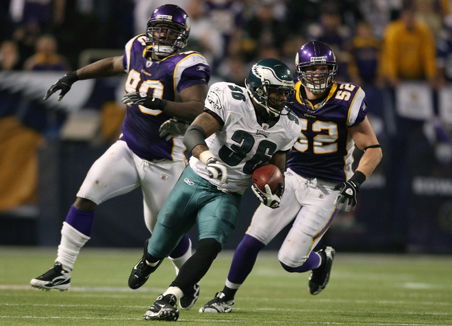 Brian Westbrook is  off to the races ashe scampers on a 71yd touchdown run against the Vikings  .........