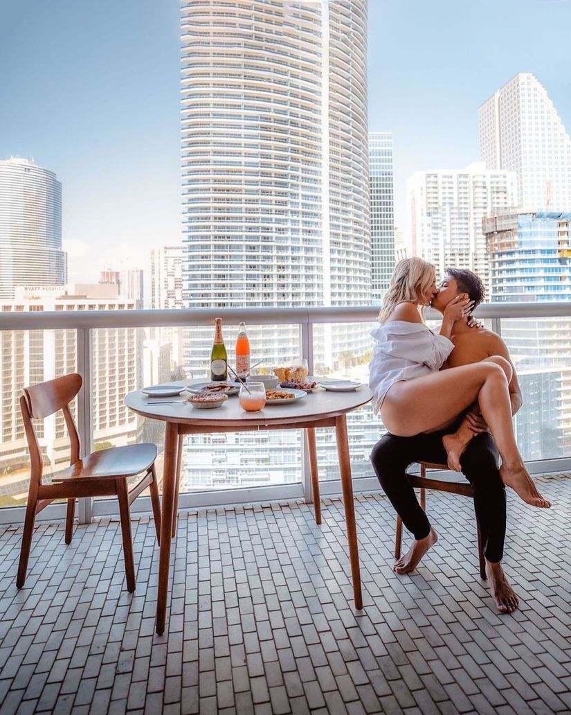 Amazing Couple Photoshoot Ideas and Poses at Home