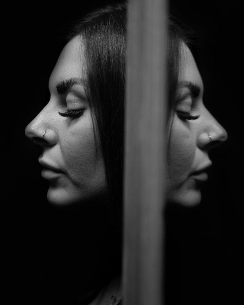 Creative Reflection Black and White Self Portrait Photography Ideas and Poses