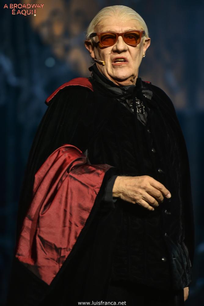 Ney Latorraca vestido de vampiro