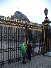 Amy, Alex, and Agnes in front of the Belgian Royal Palace