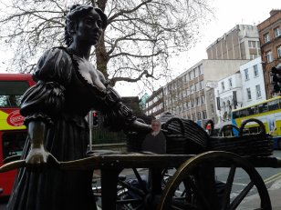Flat Agnes selling cockles and muscles with Molly Malone in Dublin, Ireland