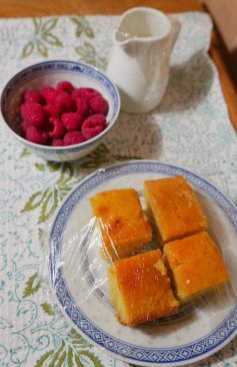 Lemon drizzle cake, raspberries and cream