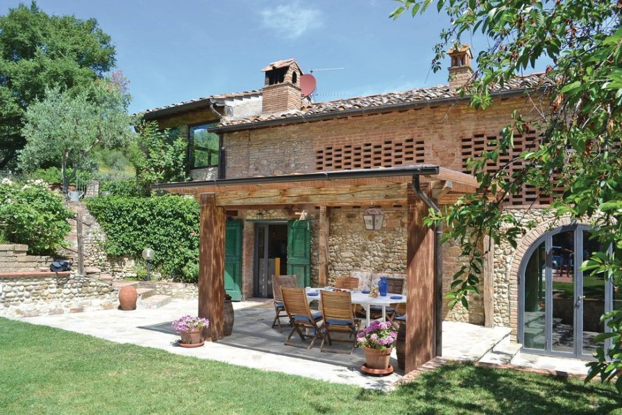 Villa exterior, Tuscany,outside dining