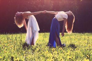 girls-friends-holding-hands-dress-fashion