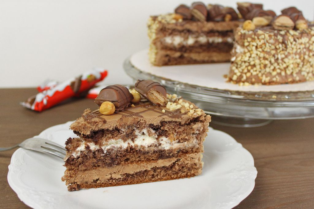 Kinder Bueno Torte backen  Torten Rezepte  absolute Lebenslust
