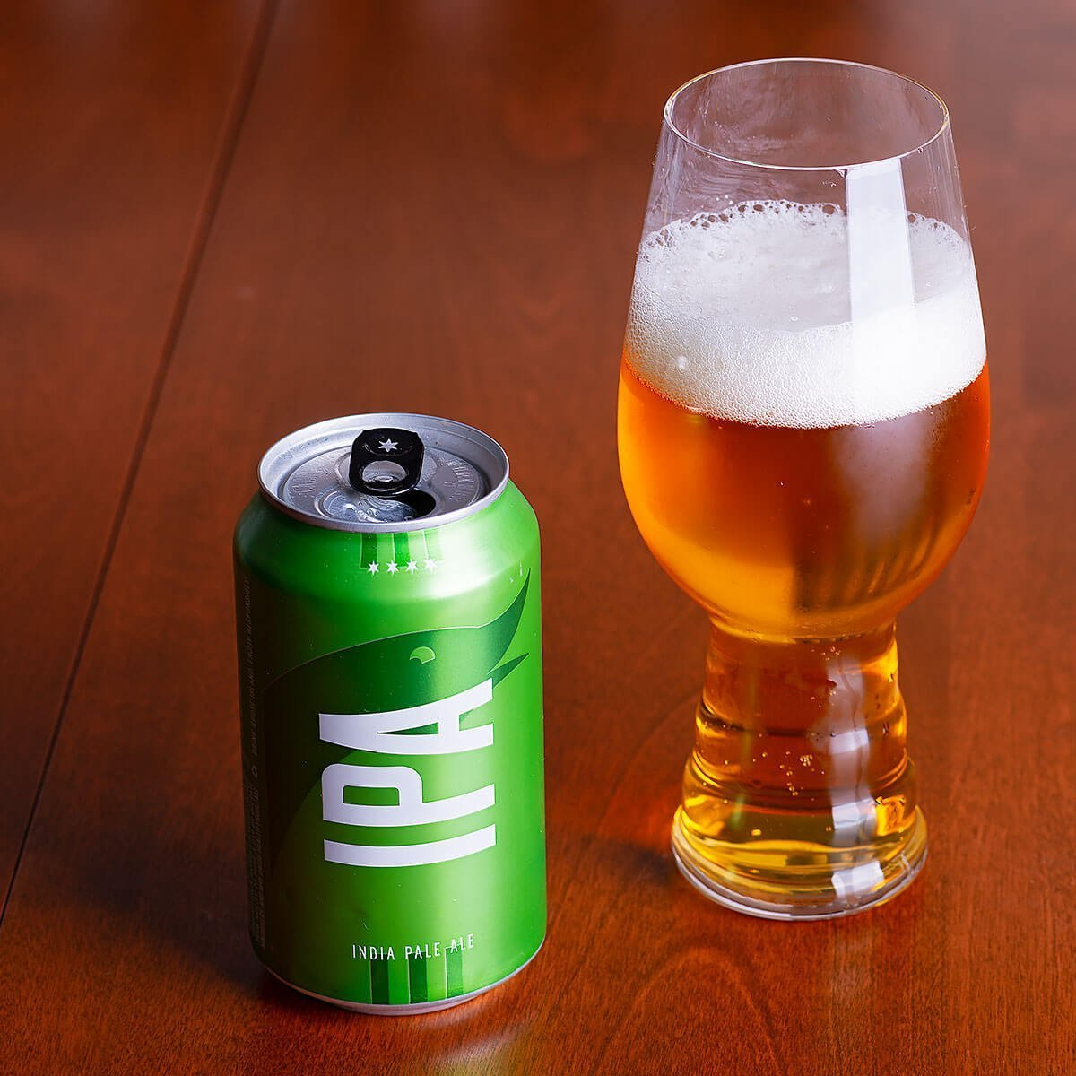 Goose Island IPA is an English-style IPA by Goose Island Beer Co. that blends floral, piney, and citrusy hops with just enough malt.