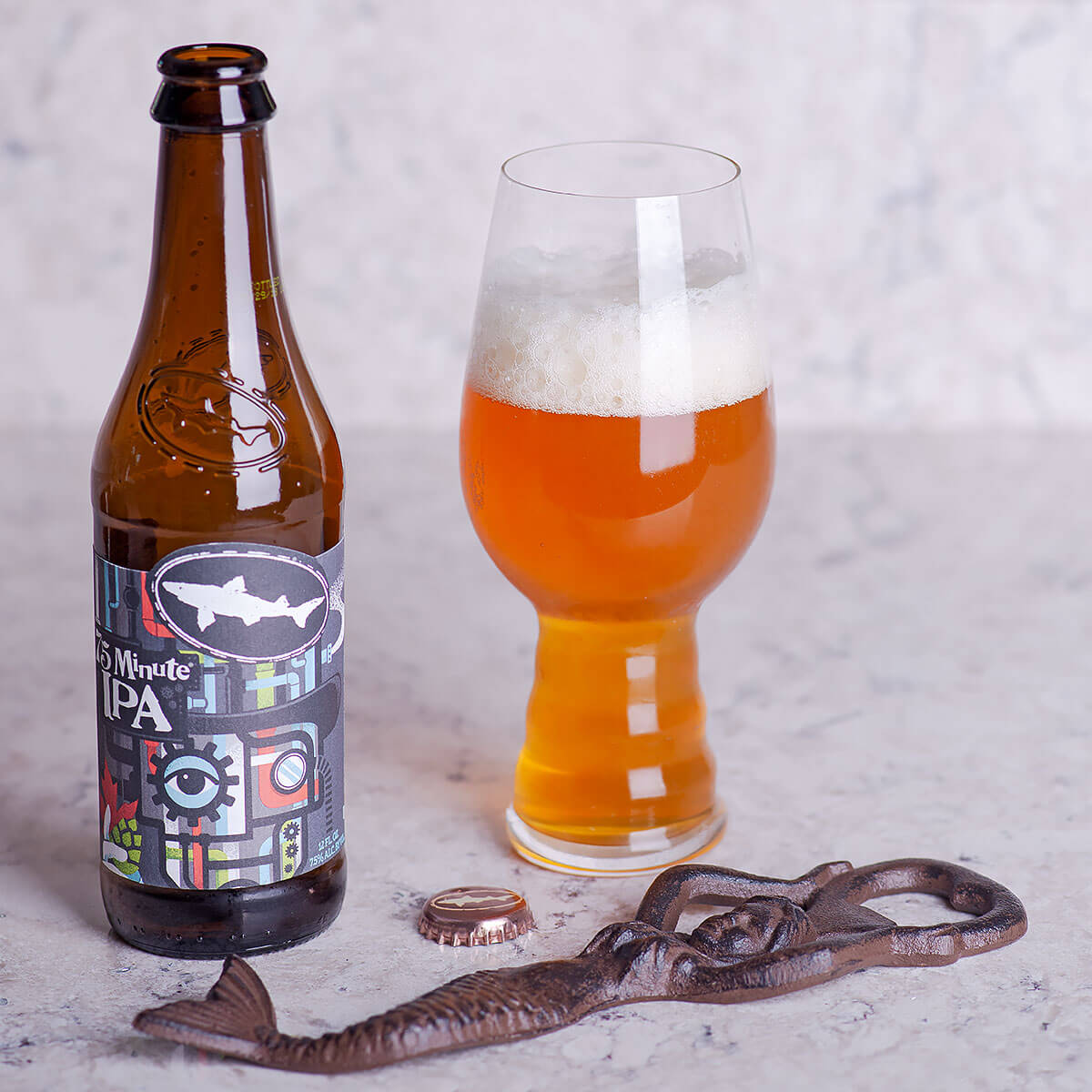 The 75 Minute IPA is an American IPA by Dogfish Head Craft Brewery that blends various hop flavors with baked bread and maple syrup.