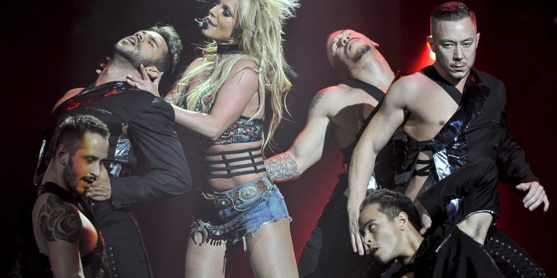"""HQ pictures and FULL performance videos of Britney's """"Triple Ho Show"""" are here!"""