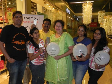 Mr. Dhirendra Gajviy and Family to get first iPhone 6 during iPhone Midnight Sale in India