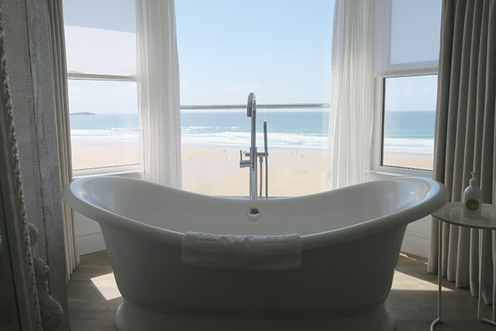 bath at the watergate hotel