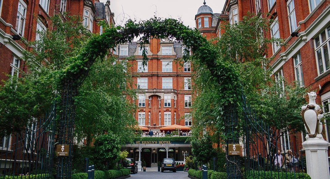 St. Ermin's Wedding Showcase gives a grand tour of this central London venue