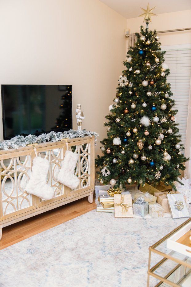 Christmas Home Decor Ideas by Florida style blogger Absolutely Annie