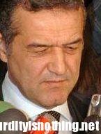 Vasile Capris si voleva allungare il pene, licenziato dal presidente