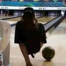 Kenny Easterday gioca a bowling