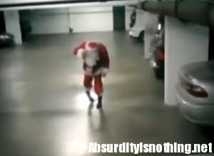 Babbo Natale Ubriaco.Babbo Natale Ubriaco Ripreso Dalle Telecamere Di Sorveglianza