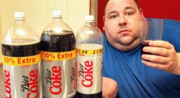6 litri di Coca Cola al giorno ti fanno apparire così