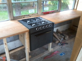 The stove looks awesome in place!