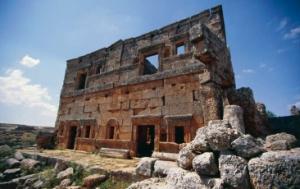Oude stenen, dode steden. Een voettocht met handenvol kersen, dwars door Jebel Zawiye, Syrie