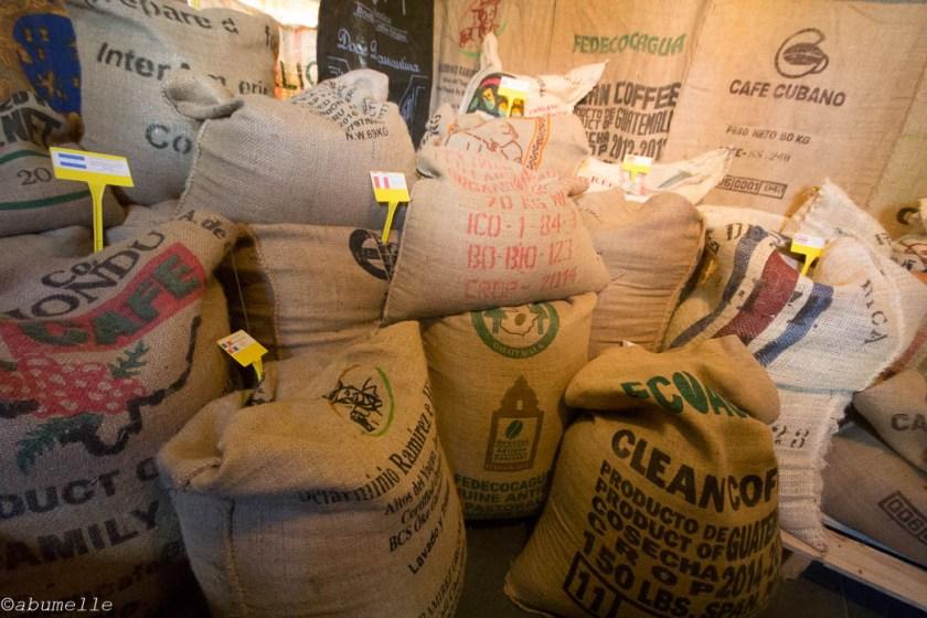 Zakken groene bonen single origin coffees uit de hele wereld