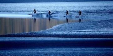 ركوب الأمواج في ألاسكا