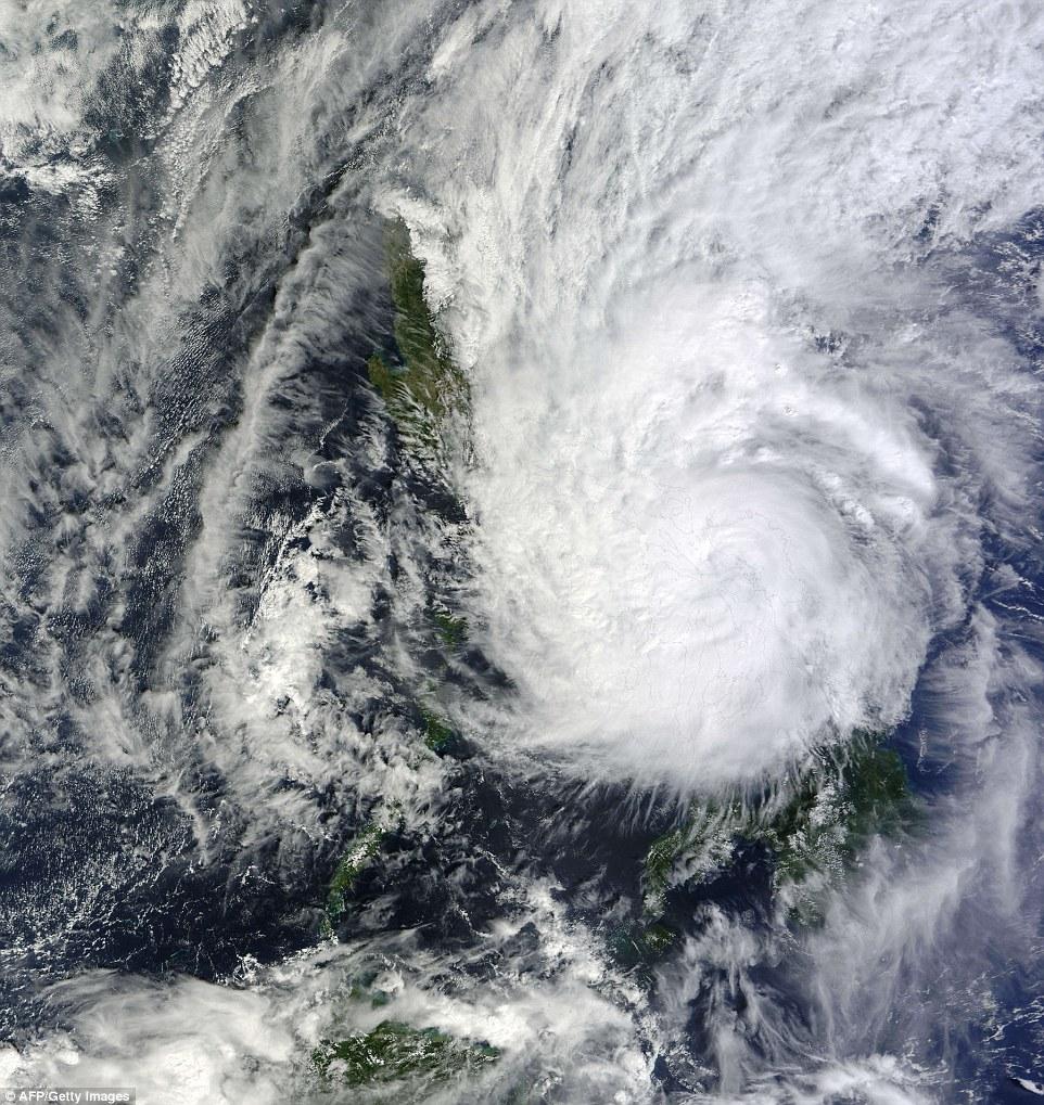 اعصار هاجوبيت في الفلبين