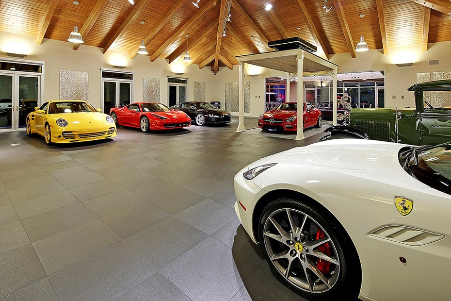 The Ultimate Car Collector Home in Washington 5 ‫‬
