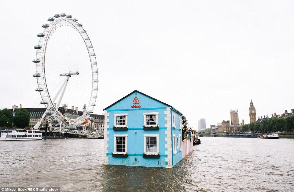 بيت أزرق