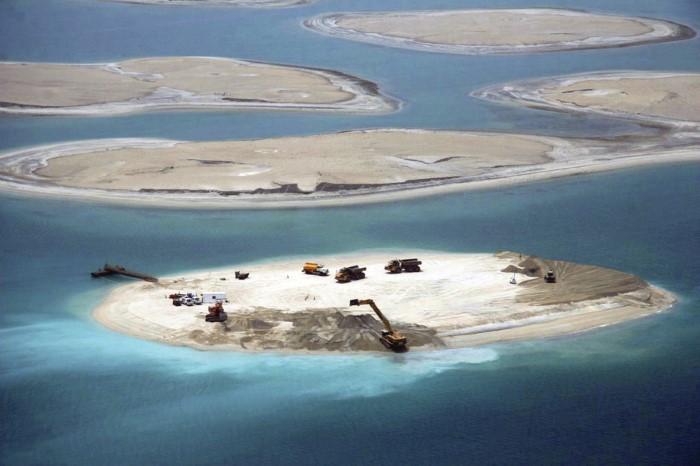 بناء جزيرة النخلة الصناعية في دبي