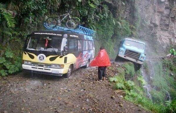 لأخطر طريق في العالم والذي يقع بوليفيا، إذ يحصد هذا الطريق أرواح أكثر من 500 شخص سنويا.