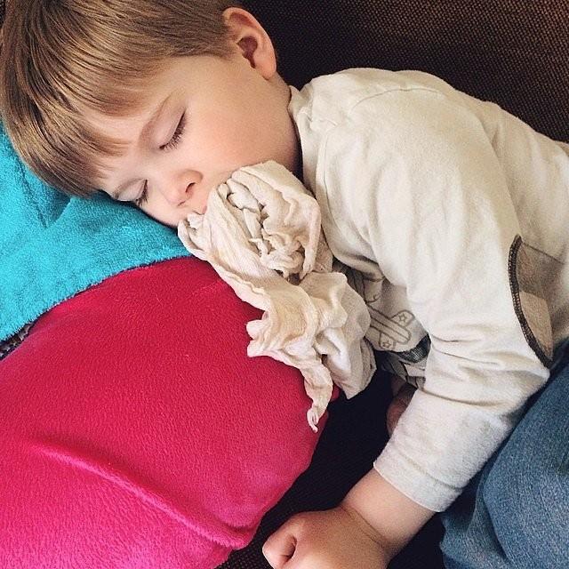 صور مضحكة لنوم الأطفال