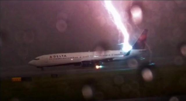 فيديو عاصفة برق