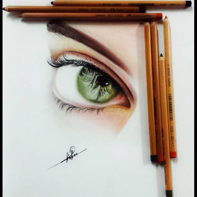 رسم عيون جميلة