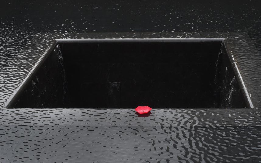 مظلة حمراء