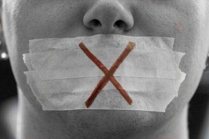 يُستخدم في الرقابة السياسية