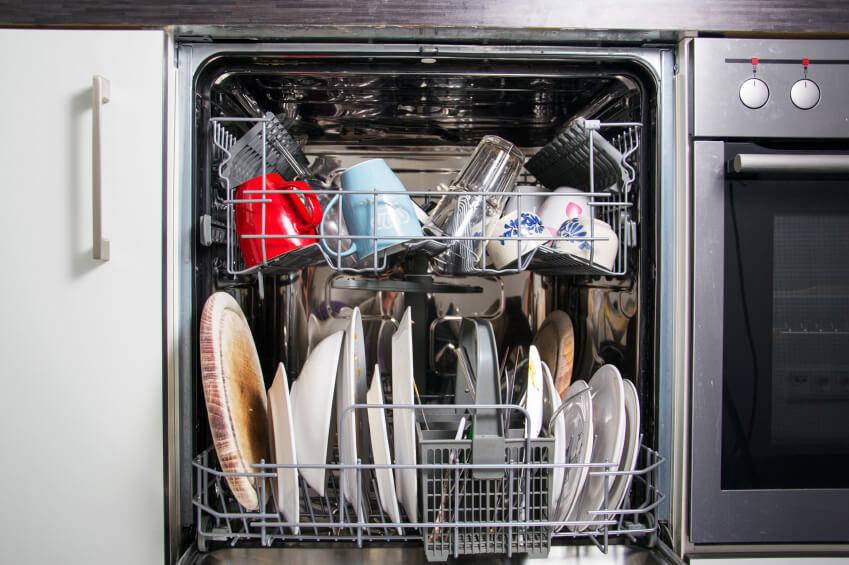أطباق غير نظيفة