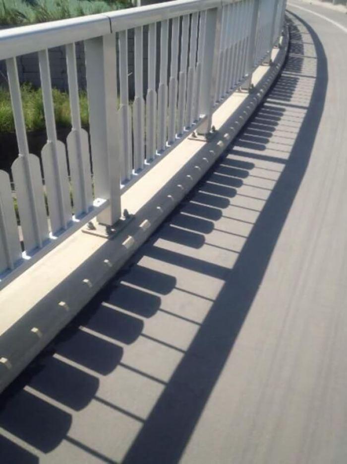 تبدو السياج كأنها بيانو