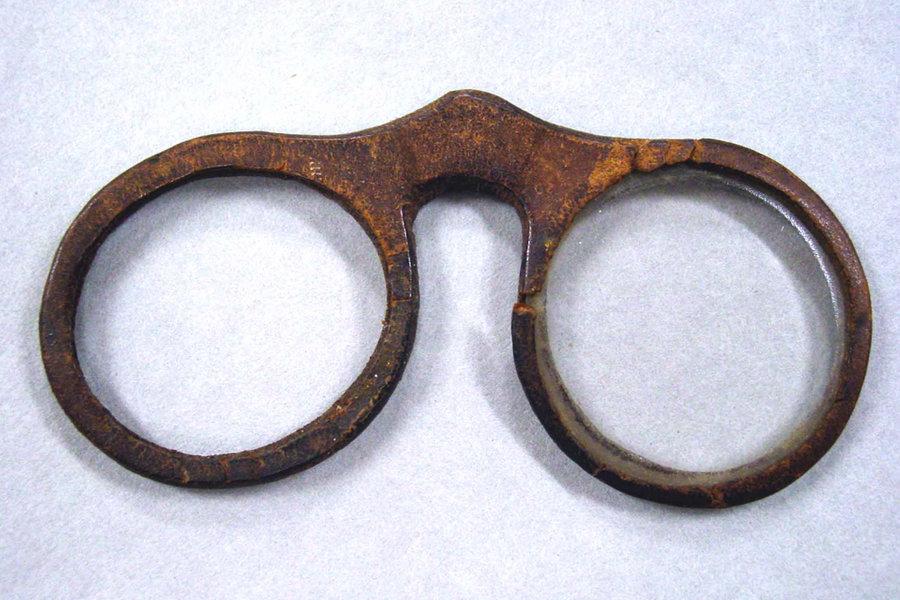 ضعاف النظر قبل اختراع النظارة