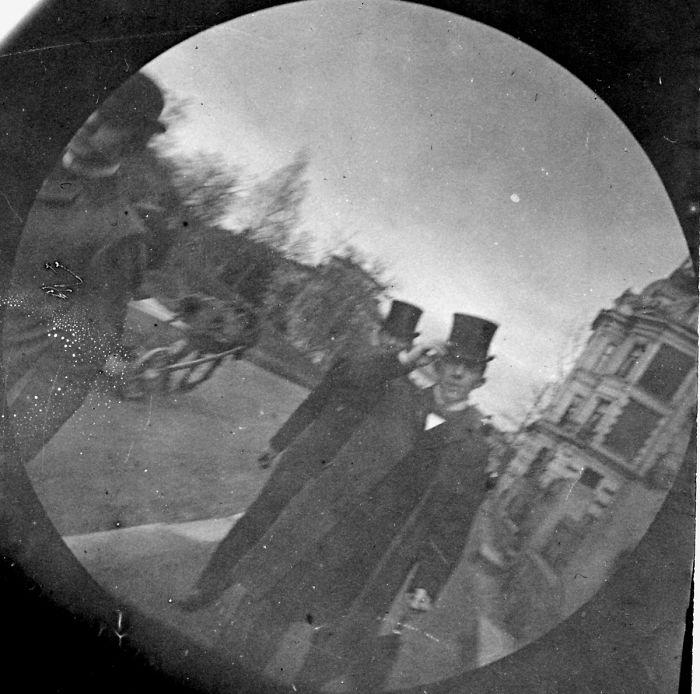 كاميرا تجسس قديمة